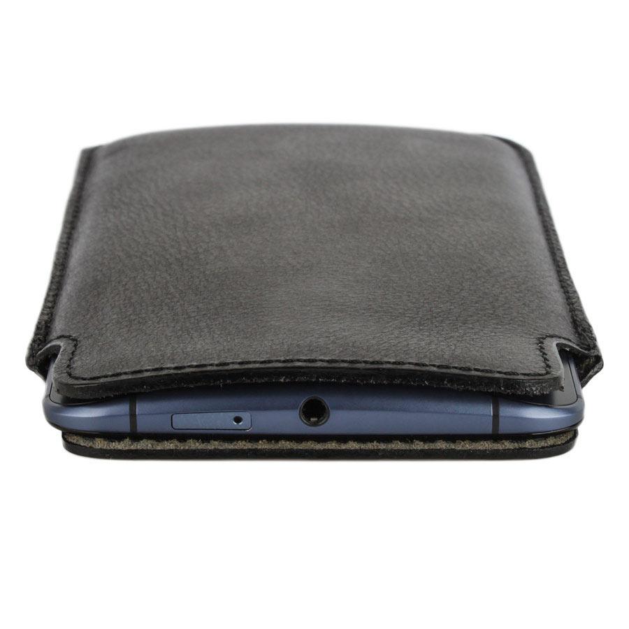 pochette téléphone cuir, étui personnalisé en cuir avec texte et icônes